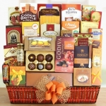Grand Gathering Deluxe Holiday Basket