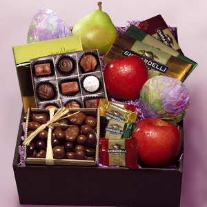 Chocolate and Fruit Gift Box imagerjs