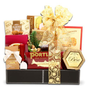 The Classic Holiday Gift Basket imagerjs