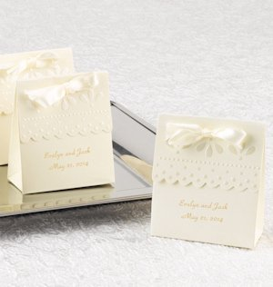 Ivory Scalloped Edge Personalized Favor Boxes (Set of 25) image