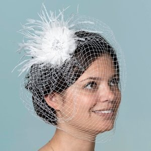 Veil with Feather White image