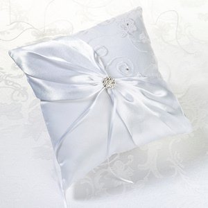 White Lace Collection Ring Pillow image