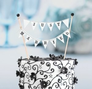 Just Married Cake Bunting image