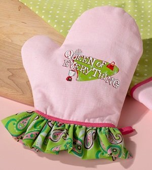 Queen of Everything Oven Mitt image