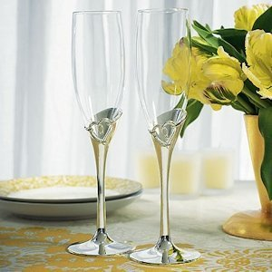 Stylized Heart Champagne Flutes for Weddings image