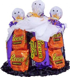 Reese's Halloween Mini Candy Cake data-pin-no-hover=