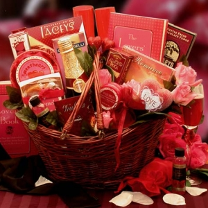 Heart To Heart Romantic Valentine Gift Basket imagerjs