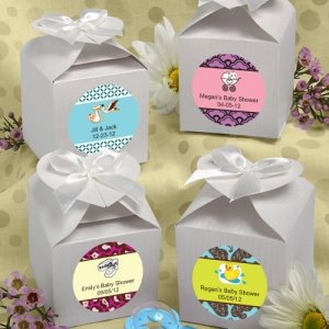 Personalized Baby White Heart-Topped Favor Boxes imagerjs
