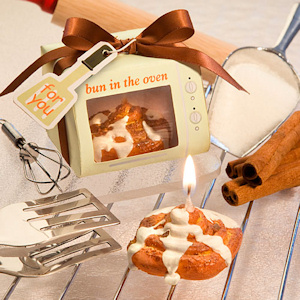 Bun in the Oven Cinnamon Bun Candle Favors imagerjs