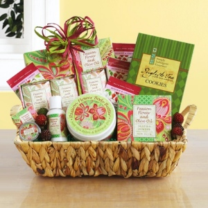 Fresh and Festive Christmas Spa Gift Basket imagerjs
