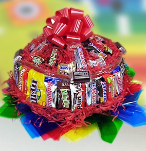 Fun Size Candy Bar Cake imagerjs