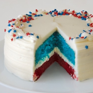 US Hurray Red & Blue Velvet Cake imagerjs
