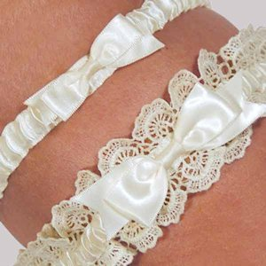Eleanor Lace Ivory Wedding Garter Set image