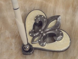 Sophisticated Ivory Fleur De Lis Pen Set image