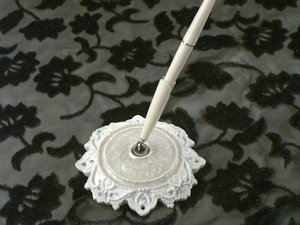 Elegant Lace Pen Set image