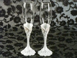 Elegant Lace Toasting Glasses Set image