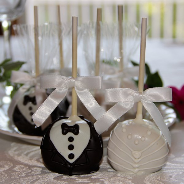 Bride And Groom Wedding Cake Pop Favors