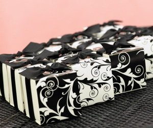 Reversible Flourish Wrap Favor Boxes (Set of 25) image