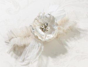 Chic & Shabby Garter (2 Colors) image