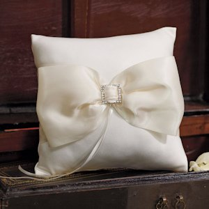 Beverly Clark Duchess Collection Ring Pillow image