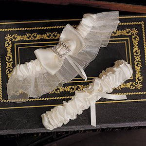 Beverly Clark Duchess Collection Garter Set image