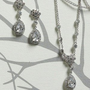 Flower and Pear Drop Necklace & Earrings image